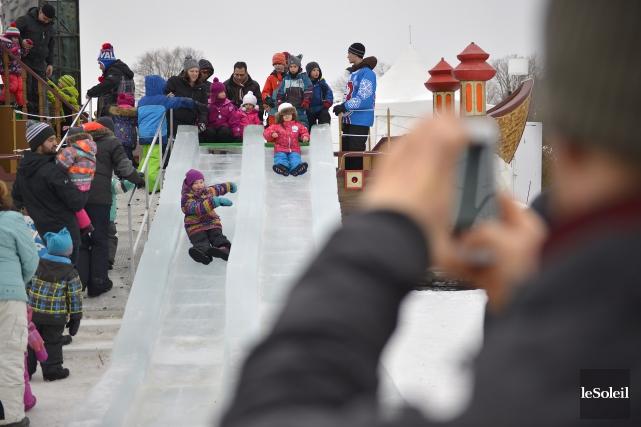 Les enfants s'en donnaient à coeur joie, dimanche,... (Le Soleil, Yan Doublet)