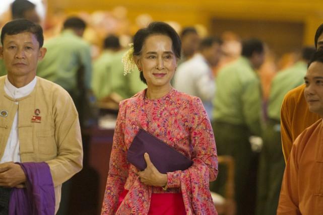 Aung San Suu Kyi quitte le Parlement après... (PHOTO YE AUNG THU, AFP)