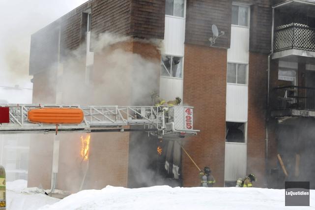 Un incendie a lourdement endommagé, lundi matin, un... ((Photo Le Quotidien, Jeannot Lévesque))