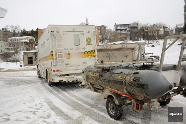 Les plongeurs de la Sûreté du Québec vont... ((Photo Le Quotidien, Marianne L. St-Gelais))