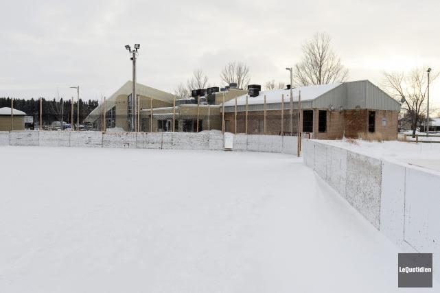 Huit matchs de hockey mineur seront disputés sur... (Photo Le Quotidien, Jeannot Lévesque)