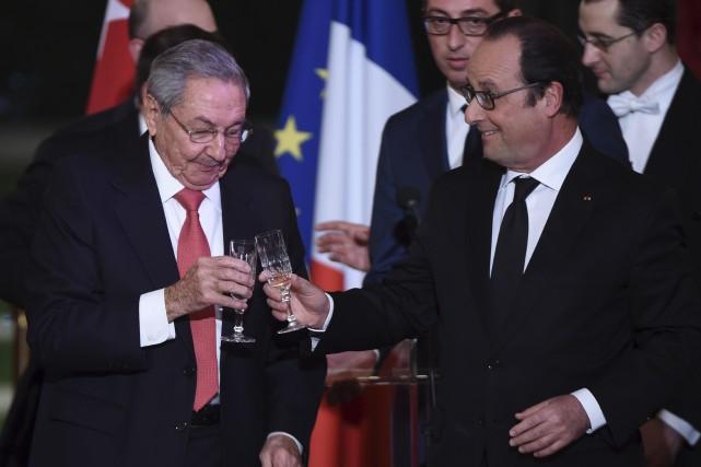 Le président français François Hollande et le président... (Associated Press)