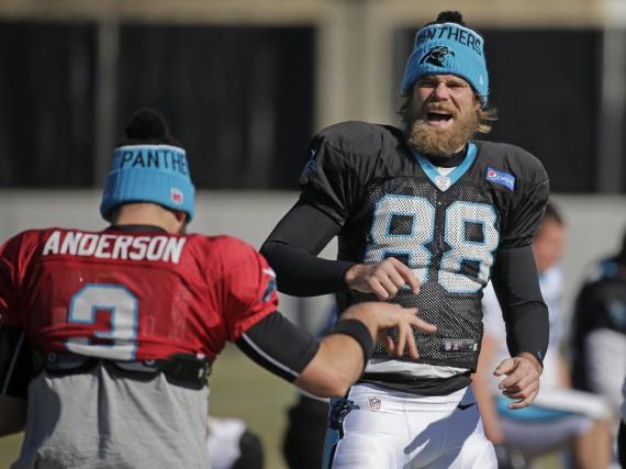 Selon les prédictions de Madden NFL 2016,Greg Olsen... (AP, Chuck Burton)