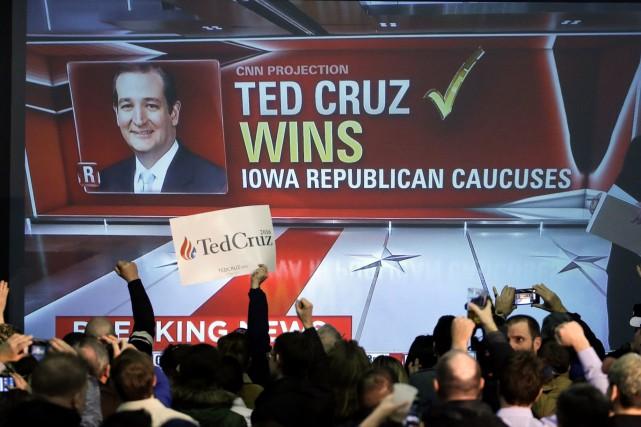Des partisans de Ted Cruz se réjouissent alors... (AP, Chris Carlson)