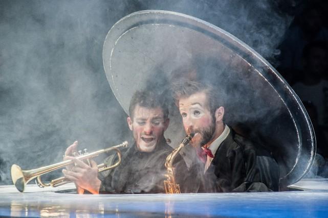 Le duo de clowns Les expirés, formé de... (PHOTO ROLAND LORENTE, FOURNIE PAR L'ÉCOLE NATIONALE DE CIRQUE DE MONTRÉAL)
