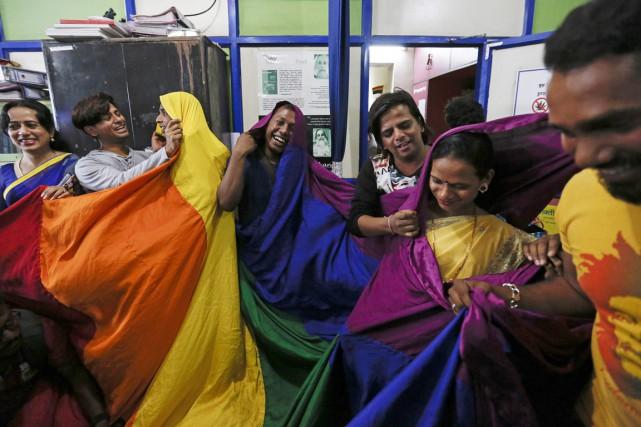 Des activistes de la communauté gaie et lesbienne... (PHOTO DANISH SIDDIQUI, REUTERS)