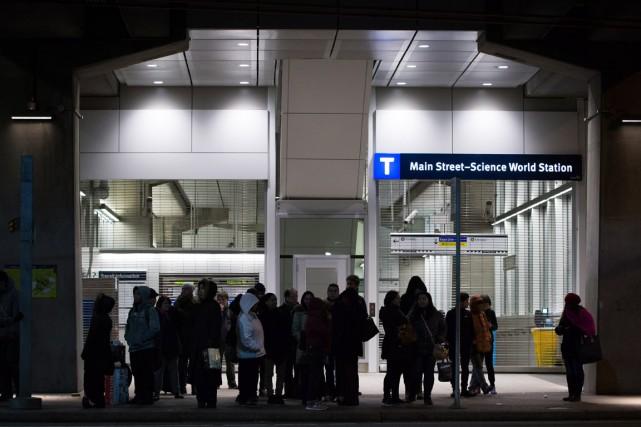 Une station ferroviaire est évacuée après un léger... (Photo archives La Presse Canadienne)