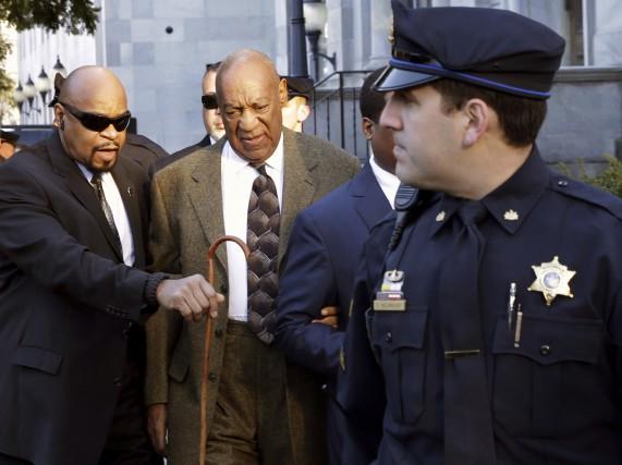 Bill Cosby, 78 ans, a fait son entrée... (AP, Mel Evans)