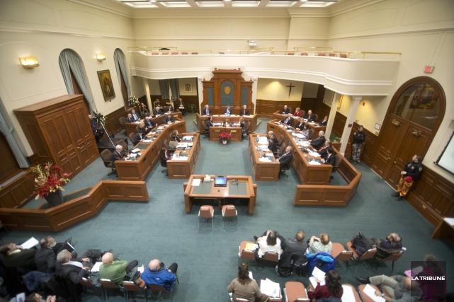 Les élus sherbrookois approuvent mécaniquement les règlements d'emprunt... (Archives, La Tribune)
