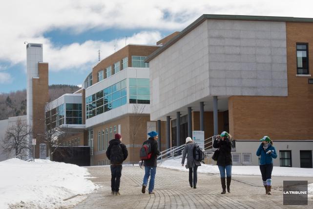 Les étudiants internationaux paient annuellement environ entre 15... (Archives, La Tribune)