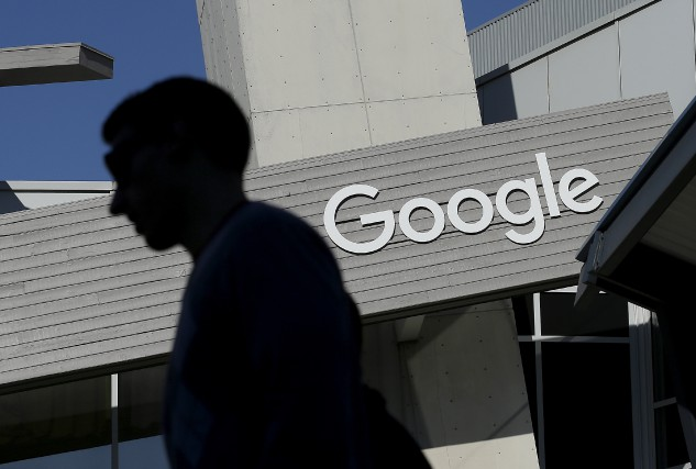 La maison-mère de Google, Alphabet, a détrôné son grand rival Apple en devenant... (AP, Jeff Chiu)