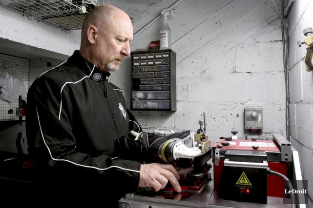 En tant que soigneur et gérant de l'équipement,... (Patrick Woodbury, LeDroit)