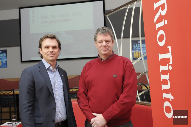 Jean-François Gauthier, directeur Énergie électrique, et Bruno Larouche,... (Photo Le Quotidien, Gimmy Desbiens)