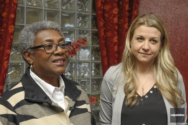 La présidente de la FIQ, Régine Laurent, et... (Photo Le Quotidien, Gimmy Desbiens)