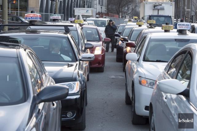 Les chauffeurs, dont plusieurs considèrent l'entente entre Uber... (Archives La Presse canadienne)