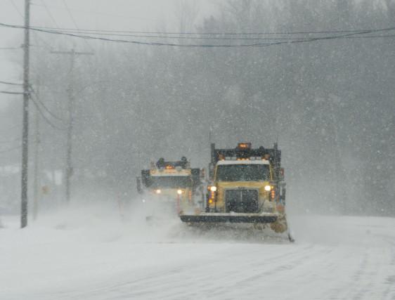 Les conditions météo rendent difficile la circulation automobile.... (photo: Sylvain Mayer)