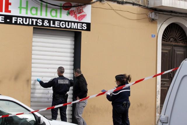 Plusieurs dizaines d'impacts de balles ont été relevés... (PHOTO  PASCAL POCHARD-CASABIANCA, AFP)