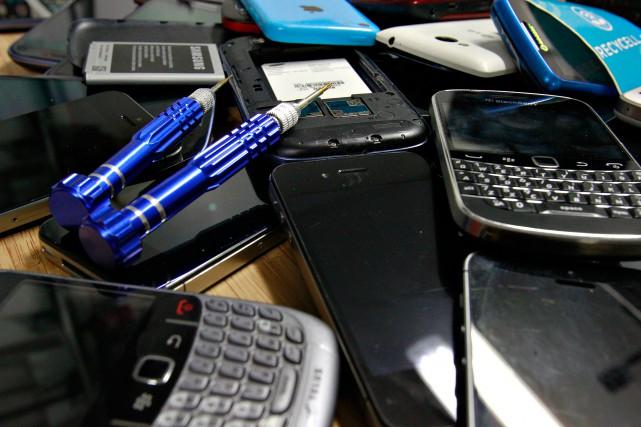 Les téléphones sont aujourd'hui mieux construits, plus durables... (PHOTO PASCAL RATTHÉ, COLLABORATION SPÉCIALE)
