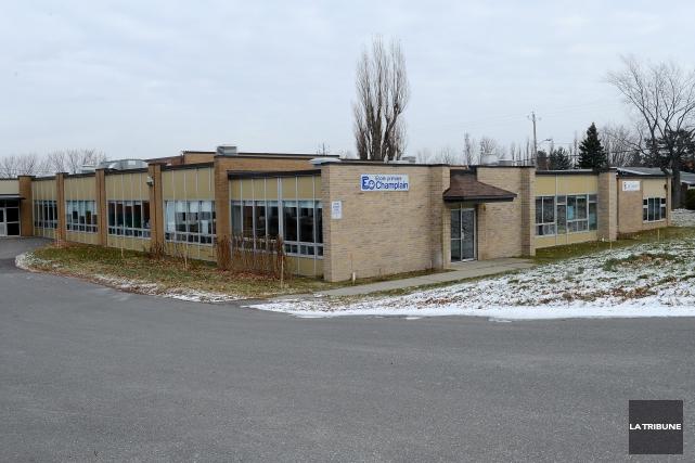 Des travaux de décontamination devront être menés sur les terrains d'école de... (Archives La Tribune, Frédéric Côté)