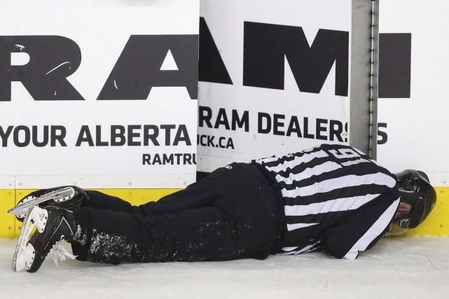 Sur la séquence, Wideman s'est relevé après avoir... (Archives La Presse Canadienne)