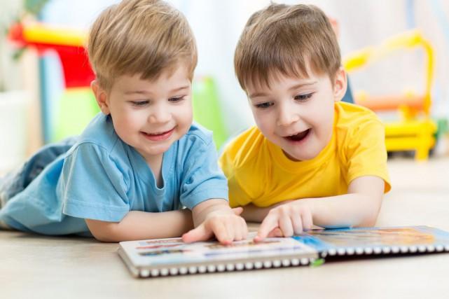 Les enfants bilingues sont meilleurs que leurs camarades monolingues à un... (123RF)