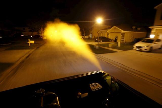 Des campagnes de fumigation sont en cours aux... (PHOTO REUTERS)
