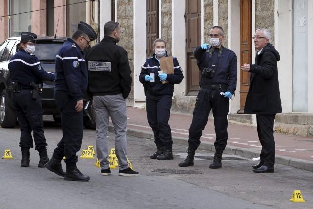 Le Premier ministre français Manuel Valls a condamné mercredi le mitraillage... (Agence France-Presse)