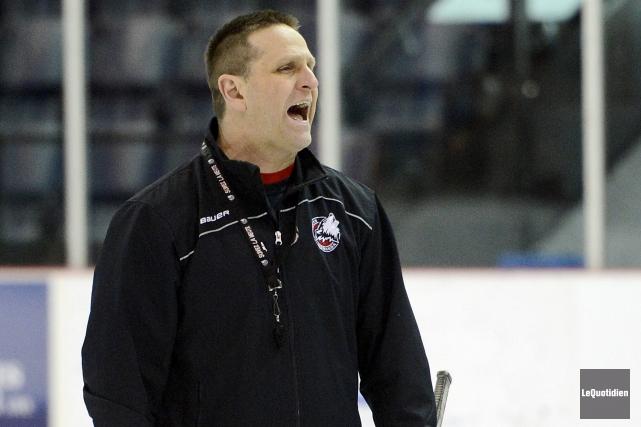 L'entraîneur-chef et directeur général des Huskies, Gilles Bouchard,... (Photo Le Quotidien, Jeannot Lévesque)
