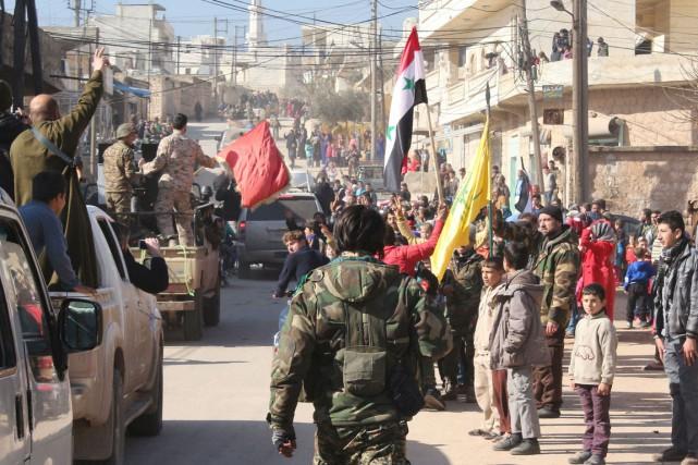 L'armée syrienne est entrée jeudi dans deux localités... (PHOTO AFP/STRINGER)