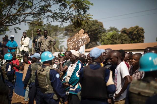 La MINUSCA, forte actuellement d'environ 10000 hommes, aide... (PHOTO MARCO LONGARI, ARCHIVES AFP)
