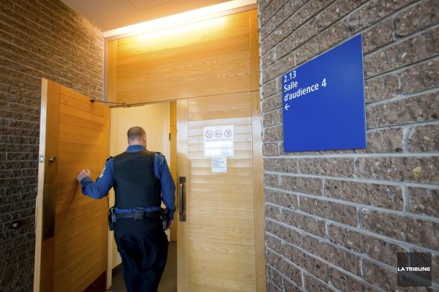 Les accusés de deux affaires de braquage de... (Archives, La Tribune)