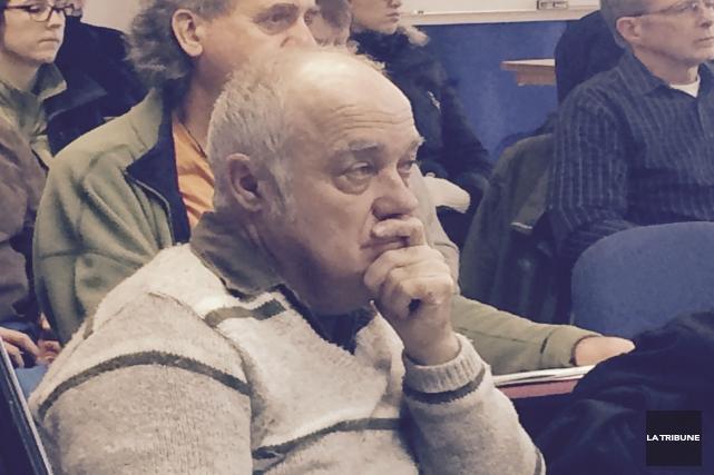 Attentif lors de la présentation des résultats, Gilles... (La Tribune, Luc Larochelle)