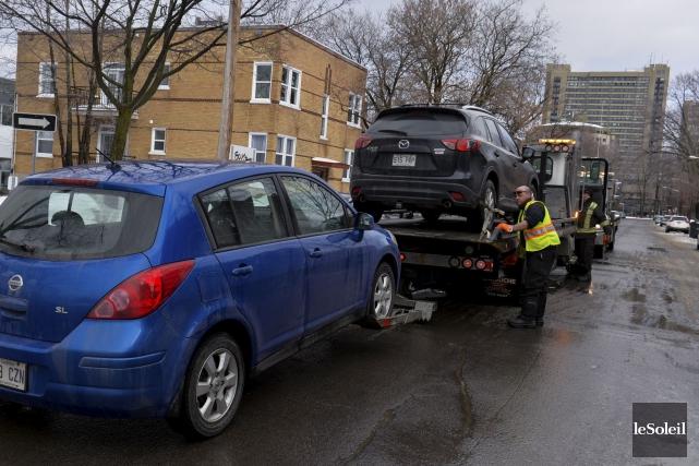 Les contrôleurs routiers attendaient les chauffeurs d'Uber sur... (Photothèque Le Soleil, Caroline Grégoire)