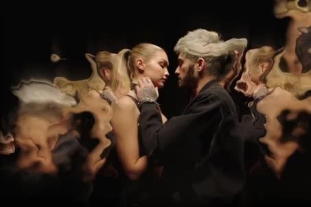 Le fossoyeur de One Direction était attendu avec une brique et un fanal par les... (IMAGE TIRÉE D'UNE VIDÉO)