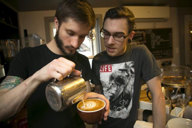 Les baristas du Tassé Édouard Fabi et Guillaume... (Spectre Média, René Marquis)