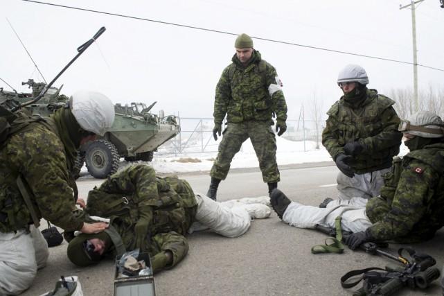 Des exercices à l'horaire des soldats, vendredi, ont... (Stéphane Lessard)