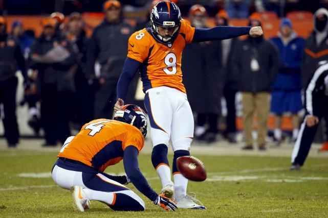 Le botteur des Broncos de Denver, Brandon McManus... (AP, Jack Dempsey)