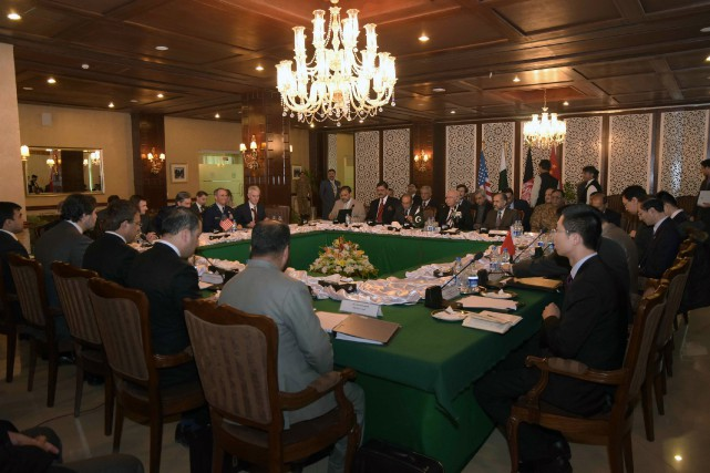 Les représentants de la Chine, des États-Unis, du... (PHOTO AP/GOUVERNEMENT PAKISTANAIS)