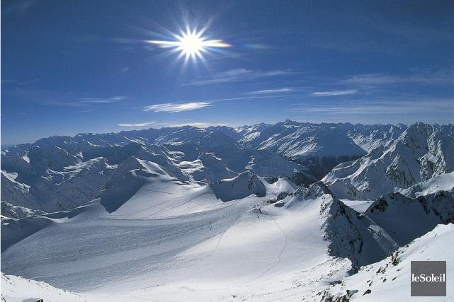 Cinq skieurs tchèques sont morts dans une avalanche qui a emporté 17 personnes... (PHOTO ARCHIVES LE SOLEIL)
