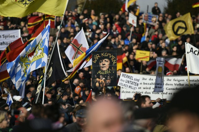 Pegida, «Patriotes européens contre l'islamisation de l'Occident», mouvement... (PHOTO TOBIAS SCHWARZ, AFP)