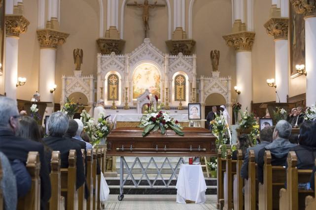 En milieu d'après-midi, l'église Saint-Sacrement a accueilli les... (Photo Jacques Boissinot, PC)