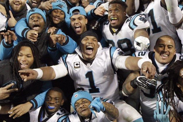 Les Panthers de Cam Newton (1) ont conservé... (PHOTO CHUCK BURTON, ARCHIVES AP)