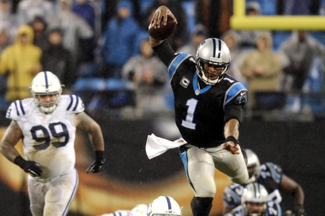 Le quart-arrière des Panthers de la Caroline, Cam... (Archives AP, Mike McCarn)