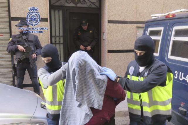 La police espagnole a annoncé avoir arrêté dimanche sept personnes à Valence et... (Photo Reuters)