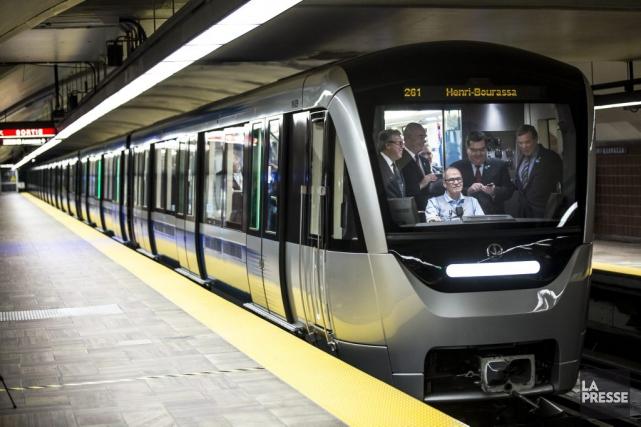 Le premier train Azurdu métro de Montréal.... (Photo Olivier Pontbriand, La Presse)