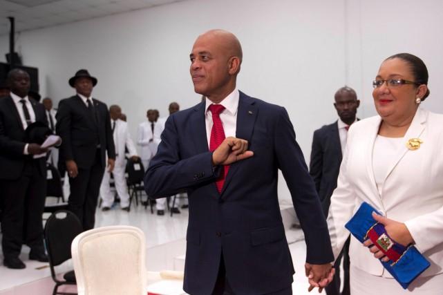 Michel Martelly, avec sa femme Sophia, alors qu'il... (AP, Dieu Nalio Chery)
