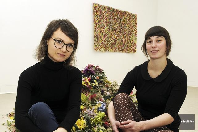 Sara Létourneau et Magali Baribeau-Marchand ont récupéré des... (Photo Le Quotidien, Mariane L. St-Gelais)