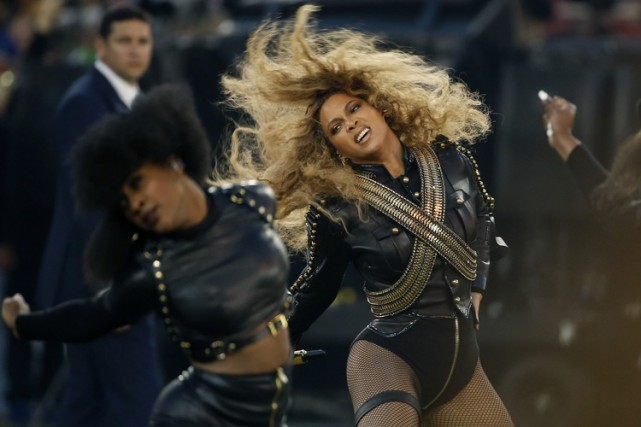 Beyoncé lors du spectacle de la mi-temps du... (PHOTO AP)