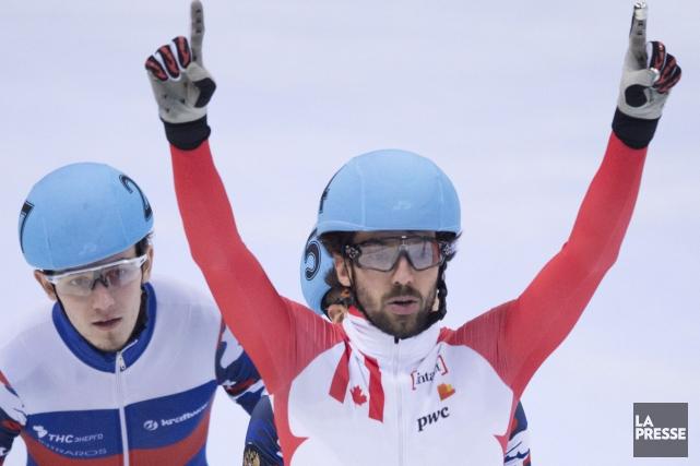 CharlesHamelin célèbre après avoir remporté l'or, dimanche.... (AP, Sebastian Kahnert)