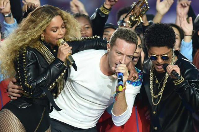 Beyoncé, Chris Martin et Bruno Mars pendant le... (PHOTO AFP)